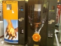 Продавам вендинг машина за фреш от портокали Zumex