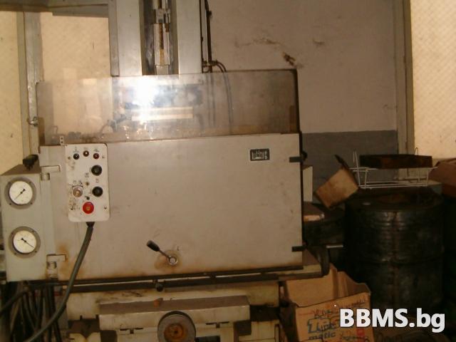 Електро ерозийна машина/ обемна ерозия с три шкафа полска нова
