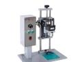 Полуавтоматична затваряща машина за стъклени буркани с туист оф капачка