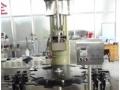 Машини за поставяне на коркови тапи